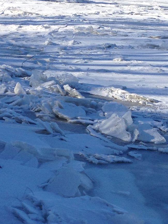 Frozen Missouri River! Missouri River cold ! ❄️❄️ By Cathy Badi