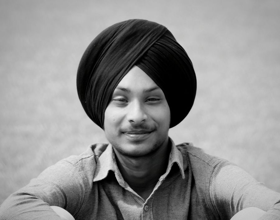 Front View Portrait Casual Clothing One Person Outdoors Looking At Camera Headshot Smiling Close-up Real People Turbanstyle Turbanswag Sardar_G