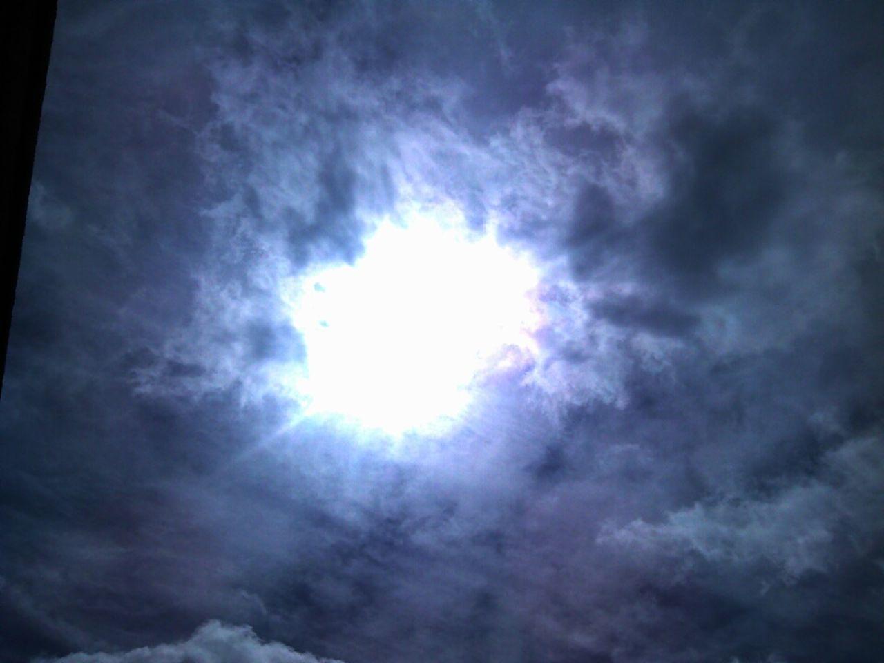 Whatthefuckaretheyspraying Hello World EyeEm Best Shots Moody Sky Strange Skies Sunrise_sunsets_aroundworld Chemtrails😷 Taking Photos Check This Out Chemtrail In Oklahoma Eyeem Market Strange Skies Chemtrail Blanket Chemtrails😷
