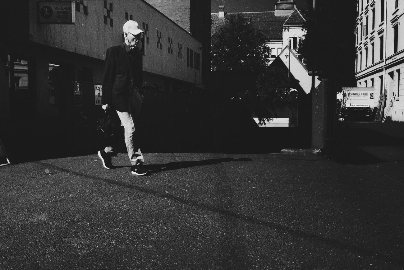 \ Oslostreets Streetphotography Street Photography Street Walking Black & White Streetsofoslo Streetbwcolor Lifestyles Real People Shadow