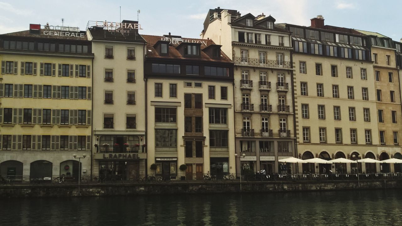 Building Exterior Architecture Built Structure Waterfront Outdoors Window Day City No People Sky Travel Destinations Residential Building Water The Architect - 2017 EyeEm Awards Bams Lake Traveling Geneve Switzerland Pressure Architecture Geneva City Windows