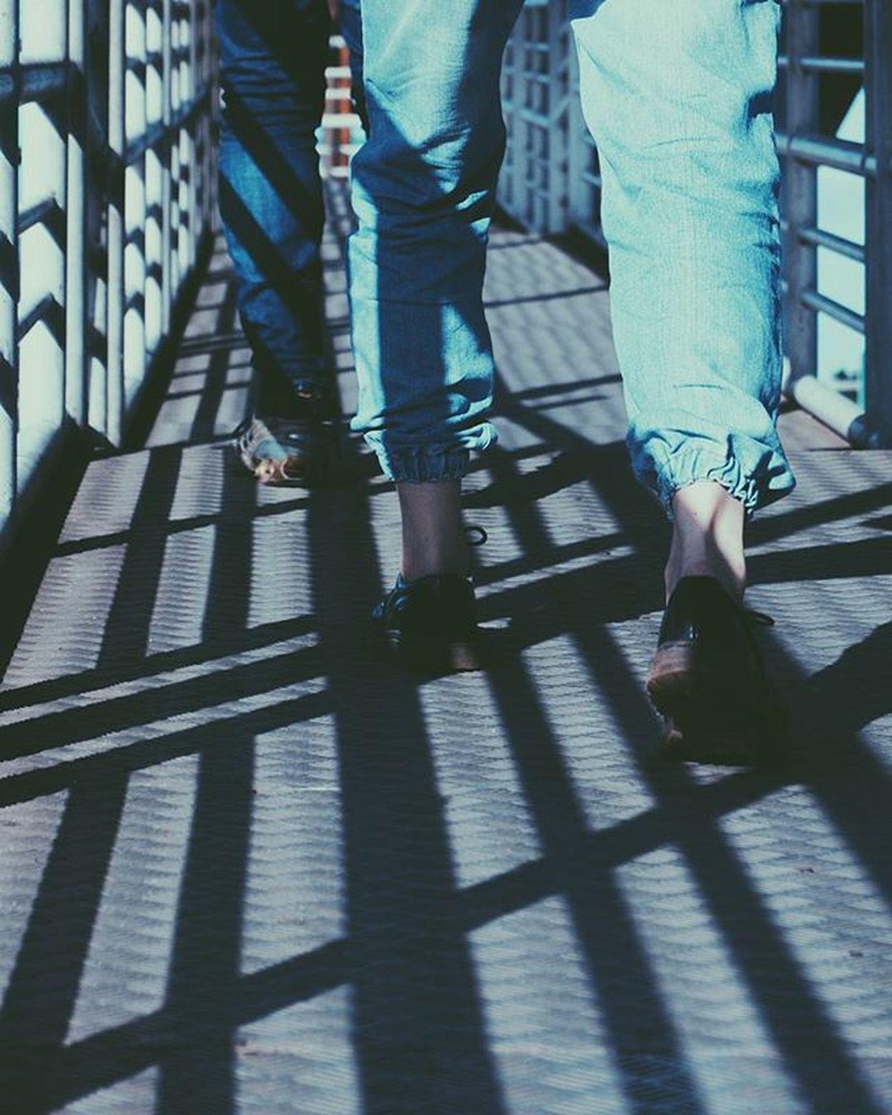 🚶 © Street Wear 1x5 Supreme Hypebeast  Streethunt Shadows Shadow Lines Black Jeans Blue INDONESIA Jakarta Explore P5 VSCO Vscoind Ootd Fashion Streetfashion Bottoms Shade Hip Photography