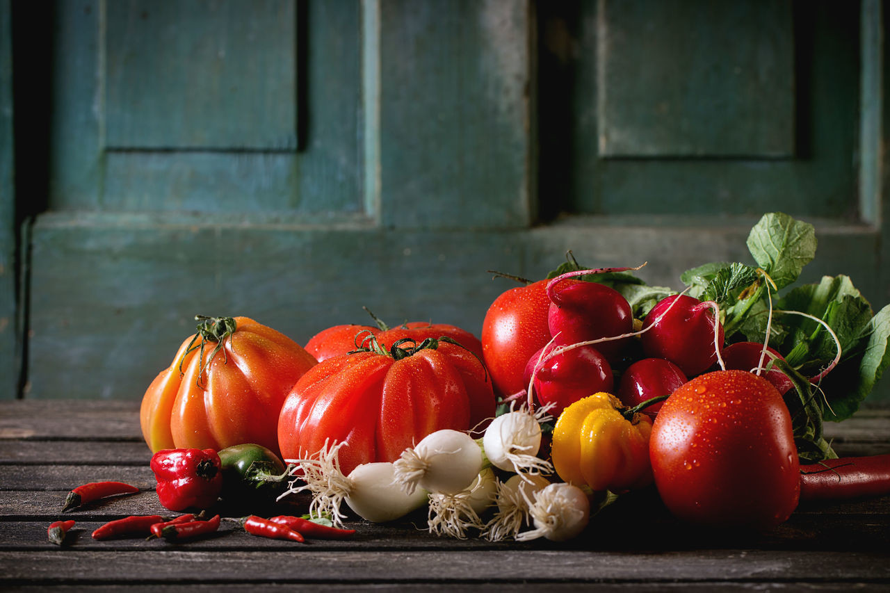 vegetable, tomato, food and drink, food, freshness, red, no people, healthy eating, table, indoors, day, close-up