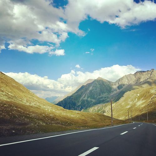Flüelenpass Mountain Road Tranquility Cloud - Sky Beauty In Nature Landscape Outdoors Mountain Range Swiss Alps Swiss Mountains Suissephotografie Suissealps Montains    Montagnes 🌲🍃 Trip Photo Ausflug In Der Natur Ontheroad Naturelovers