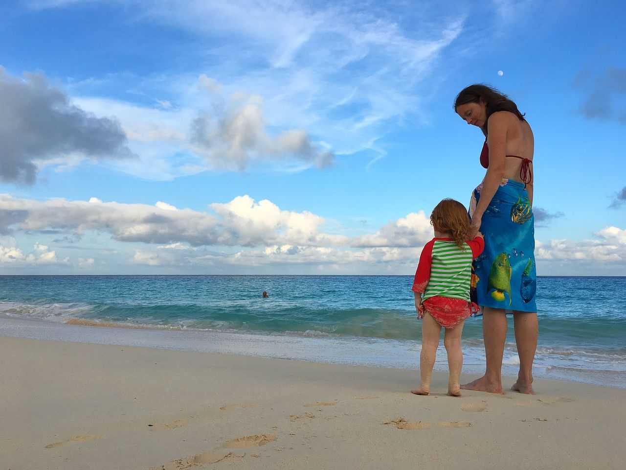 Beach Life Bermuda Relaxing Islandlife Beach Beachlife Mother & Daughter Sky Sky And Clouds Moon Daughter Paradise Inthemoment Showcase July Two Is Better Than One The Portraitist - 2017 EyeEm Awards