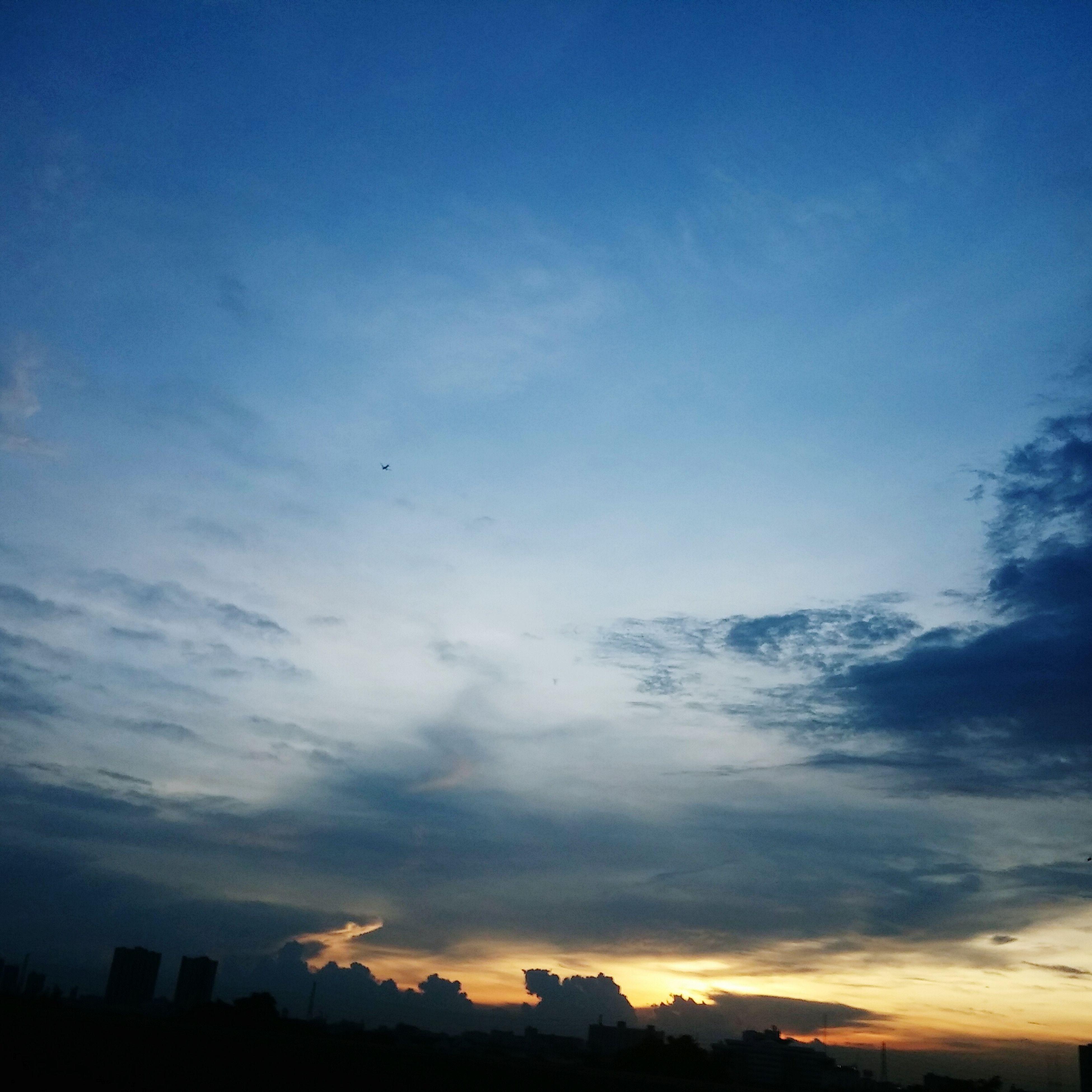 ใต้ท้องฟ้าที่กว้างใหญ่...ยังไม่อะไรให้เรียนรู้อีกเยอะ..,,ขอบคุณท้องฟ้าประเทศไทย