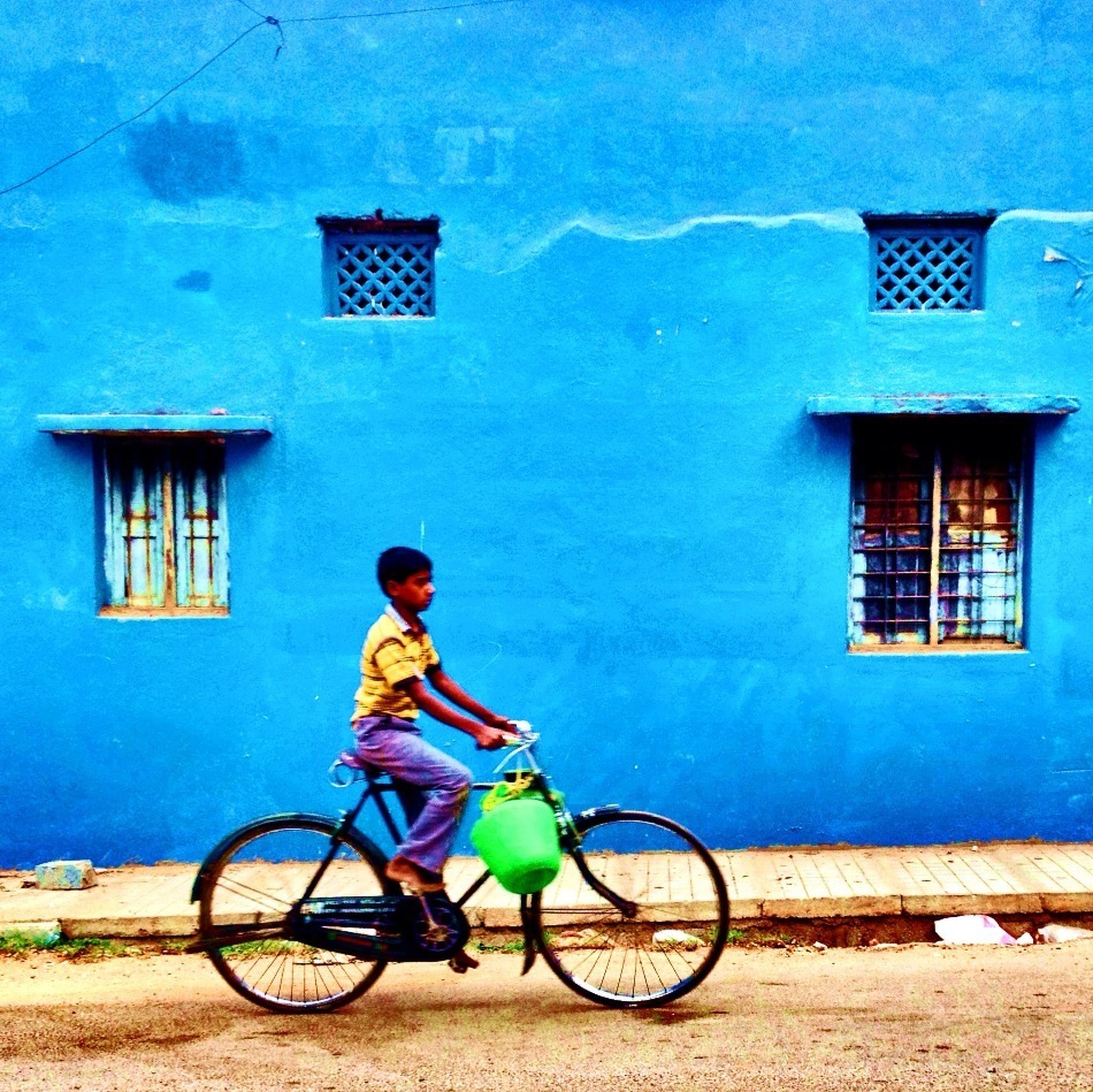 bicycle, mode of transport, transportation, land vehicle, building exterior, architecture, built structure, stationary, parked, parking, side view, blue, full length, leaning, wall - building feature, day, riding, lifestyles