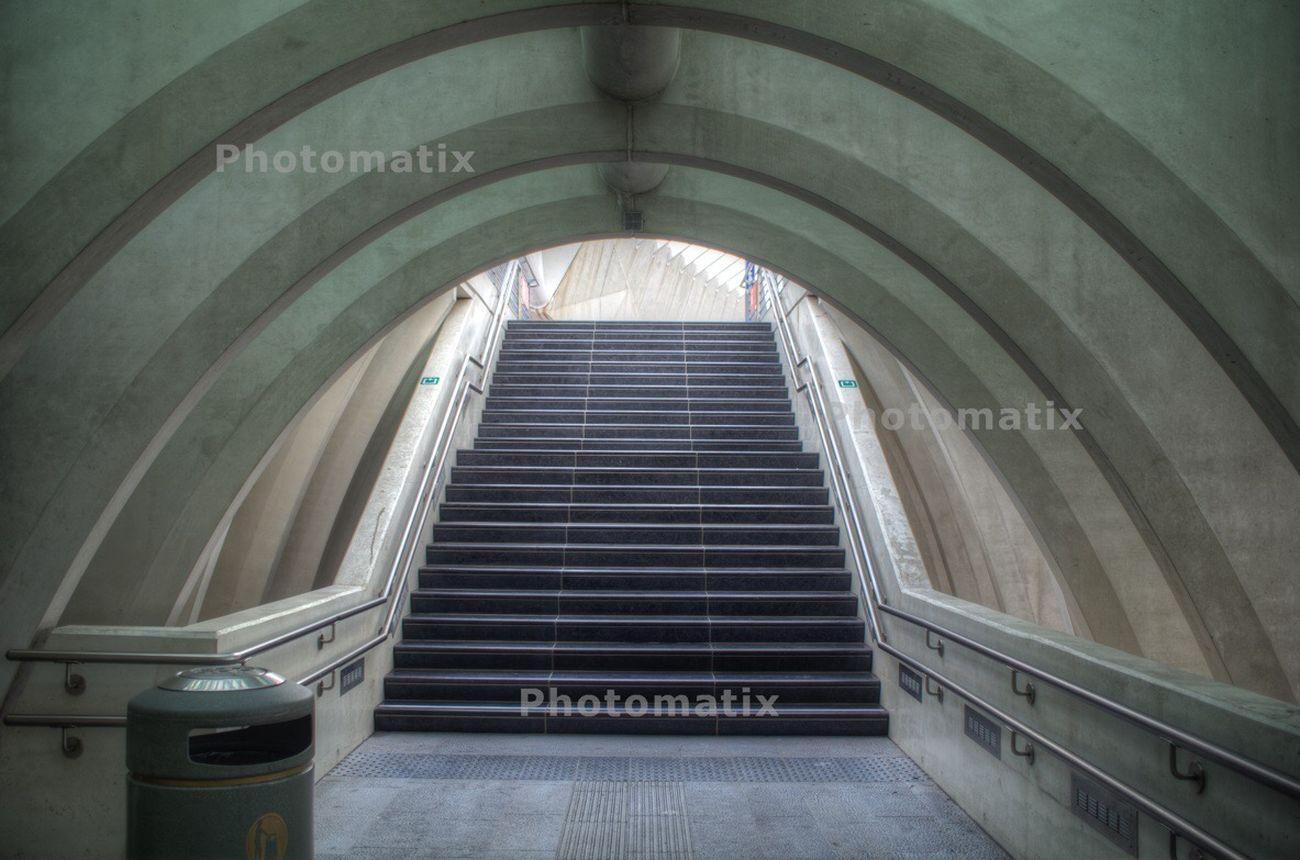 Escaliers et Lumière au bout du Tunnel Gare De Guillemins Liège-guillemins Liège Belgium Pentax Architecture HDR Photomatix