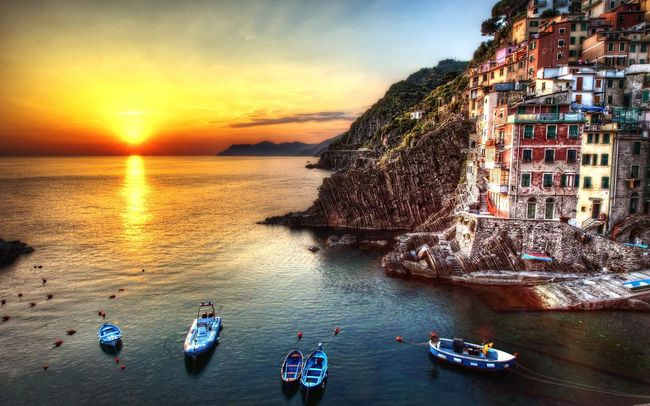 Italy Italia Manarola Cinque Terre Landscape Landscape_Collection Landscape_photography Photography Sunset Sunset_collection Sun Tramonto Mare Sea Seaside Boat Boats Traveling Travel Travel Photography Aroundtheworld