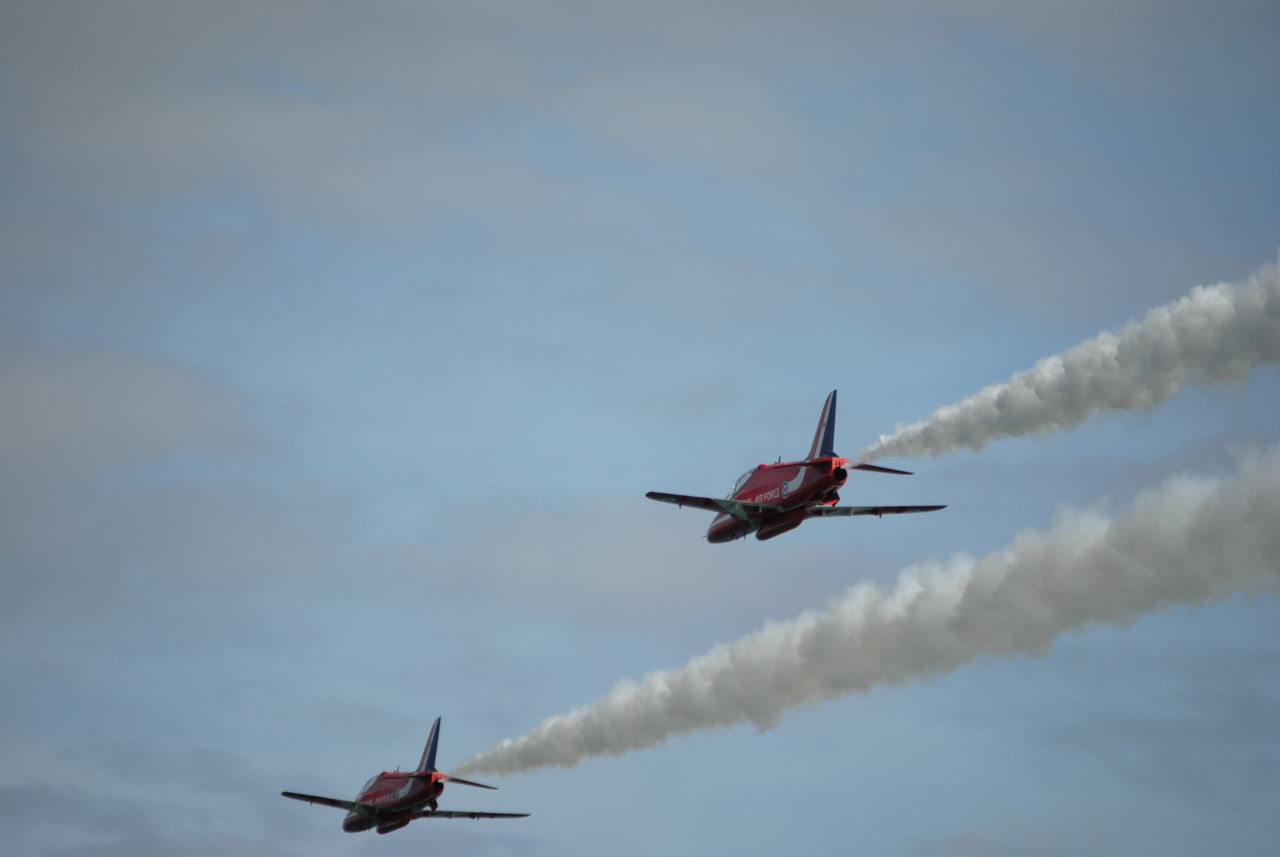 lets get out of here, red arrows Planes Overhead Planes In The Sky Jets Airshow Planes, Trains And Automobiles AirPlane ✈ Aircraft Red Arrows Air Display