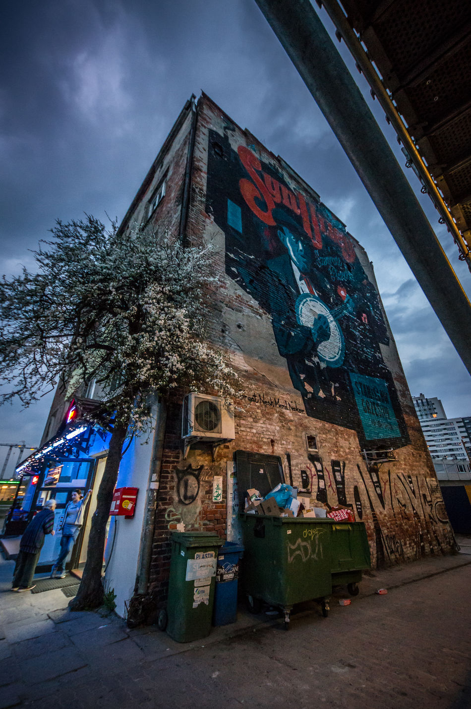 """Day 43! The mural says """"Son of the Street"""" 365 365 Day Challenge 365project Architecture Bin Building Exterior Built Structure City Day Garbage Mural Mural Art Neon Neon Lights No People Outdoors Poland Sky Stree Art Street Streetphotography Warsaw"""