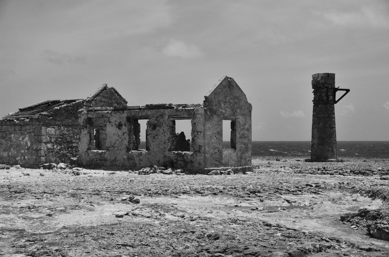 Only the roof Abandoned Ancient Architecture Bad Condition Blackandwhite Built Structure Carribean Damaged Destruction History No People Old Ruin Outdoors Schwarzweiß The Past