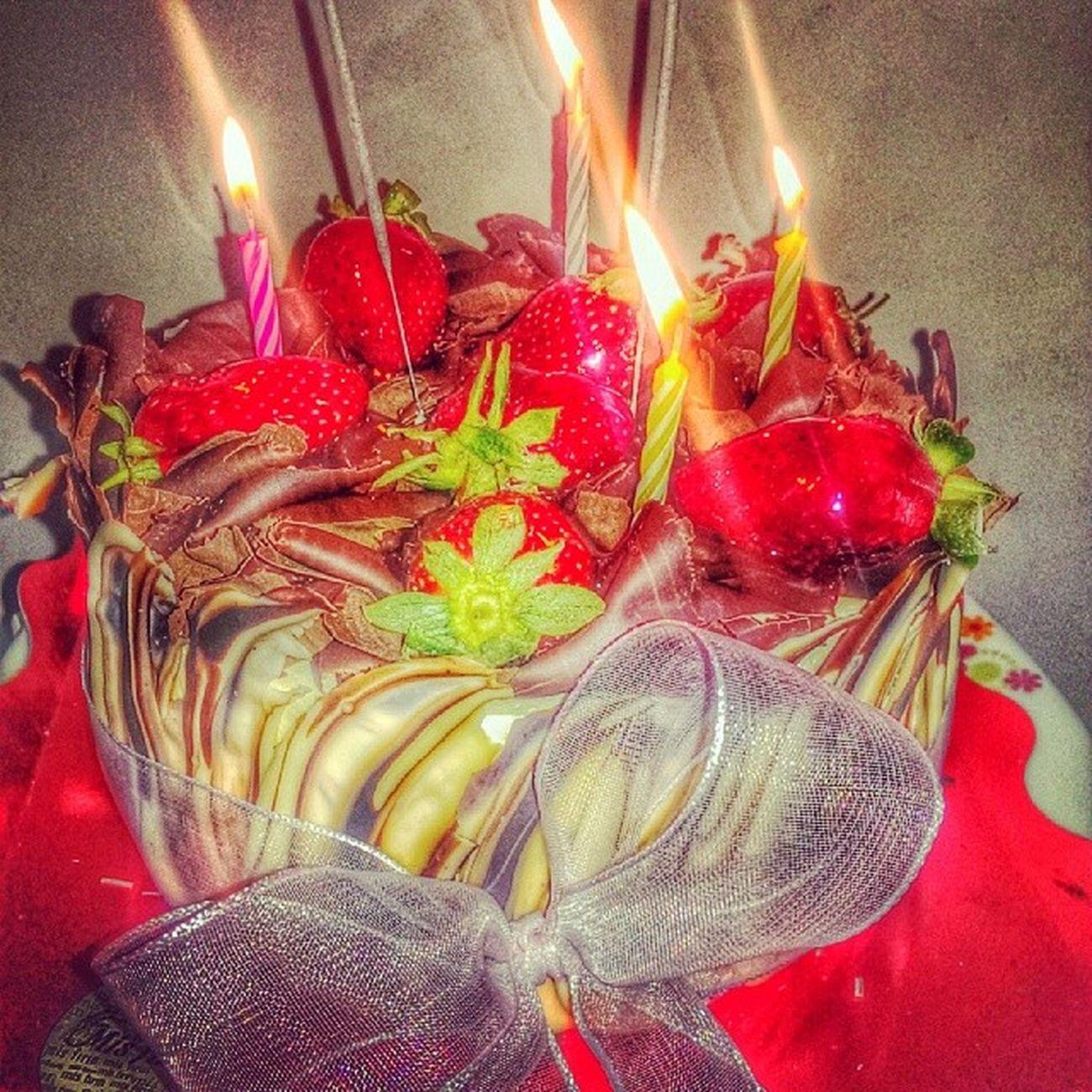 HappyBirthday Mutluyillar Iyikidogdun daha çook pasta kesilecek.