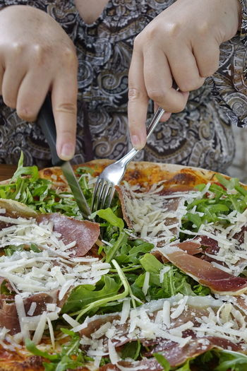 Pizza, Schinken, Rucola Cheese Close-up Day Food Food And Drink Freshness Gammn Ham Healthy Eating Holding Human Body Part Human Hand Indoors  Lifestyles One Person People Pizza Preparation  Ready-to-eat Real People Rocket Rucola Women