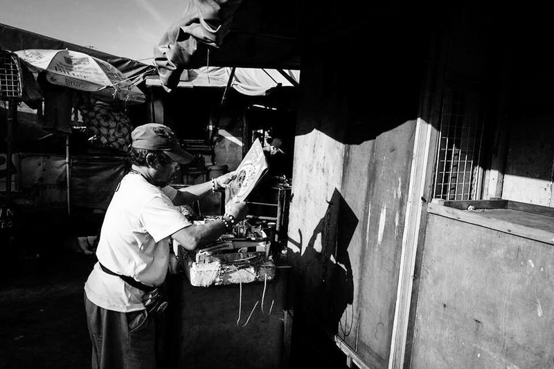 Travel Photography Check This Out Eyeem Philippines FUJIFILM X-T1 Fujifilm_xseries Fujifilm LitratistaSaDaan The Week Of Eyeem Street Photography Streetphotography Streetphoto Black & White Monochrome Streetphoto_bw Blackandwhitephotography Black And White Collection  Quiapo Philippines Showcase: February