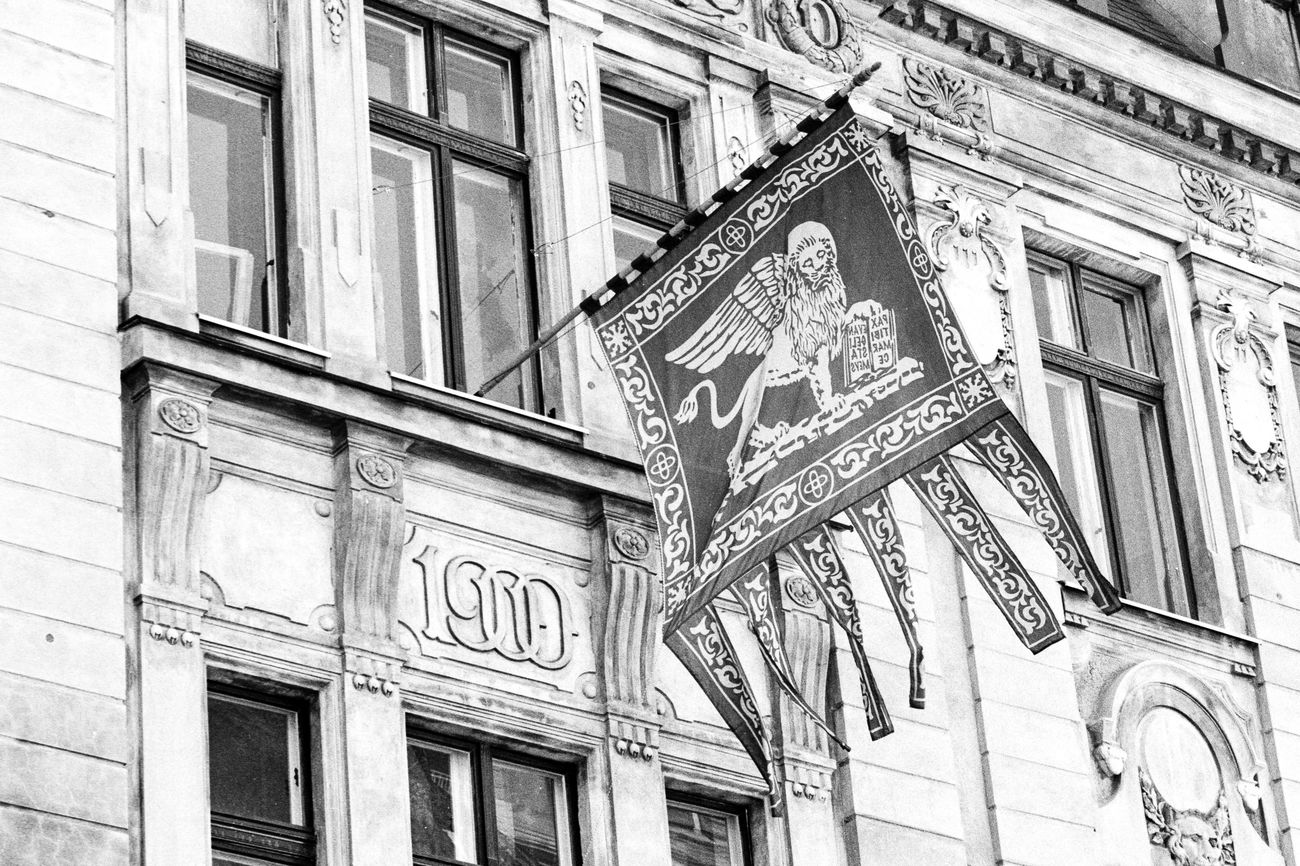 Location: Hartmannstraße Canon AE-1 P | APX 100 -> 200 | D-76 AgfaPhoto APX 100 (new) Black And White Blackandwhite Canon AE-1 Program  EyeEm Best Shots - Black + White Film Photography Kodak D-76 Monochrome