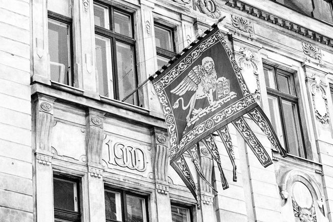 Location: Hartmannstraße Canon AE-1 P   APX 100 -> 200   D-76 AgfaPhoto APX 100 (new) Black And White Blackandwhite Canon AE-1 Program  EyeEm Best Shots - Black + White Film Photography Kodak D-76 Monochrome