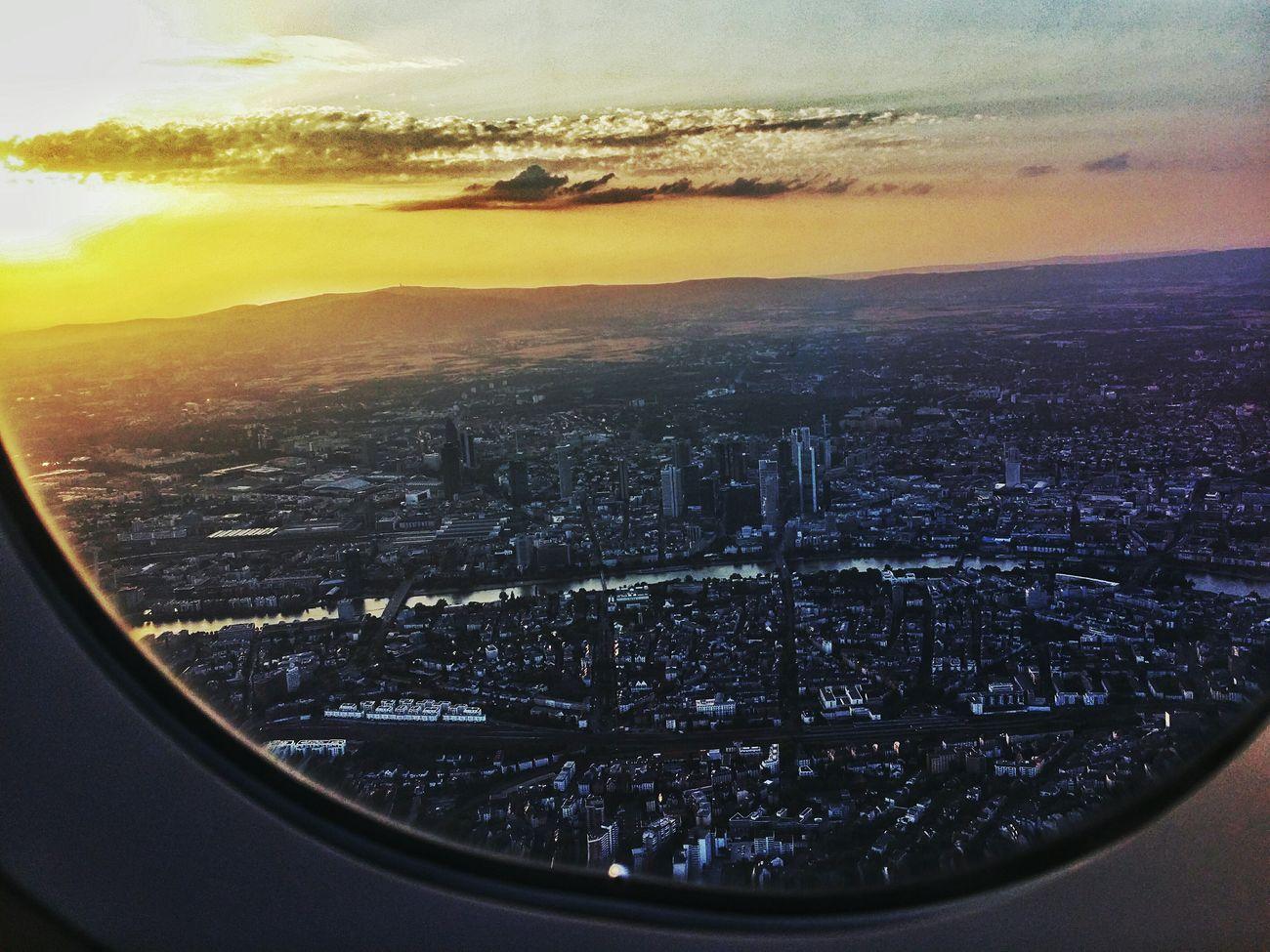 Landeanflug über Frankfurt Freitag abend Airplane Traveling Skyporn Cityscapes Aerial
