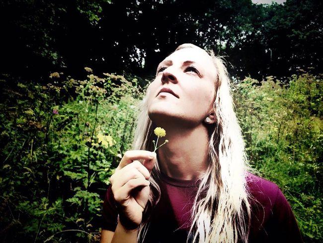 Summertime Buttercup Flower Buttercup Beauty Buttercups In Full Bloom Beautiful Beauty In Nature Blonde Blonde Girl Blondehair Blondes Blonde Hair Blue Eyes. Blondehairdontcare Blondeinfield Womeninfield GirlInField Eyeemphoto