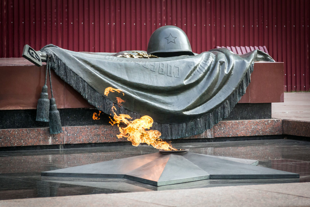 Eternal Flame Fire Kremlin Star Bright... The Great Patriotic War The Second World War Alexander Garden City History Moscow No People Outdoors Place Of Worship Russia Spirituality Tradition