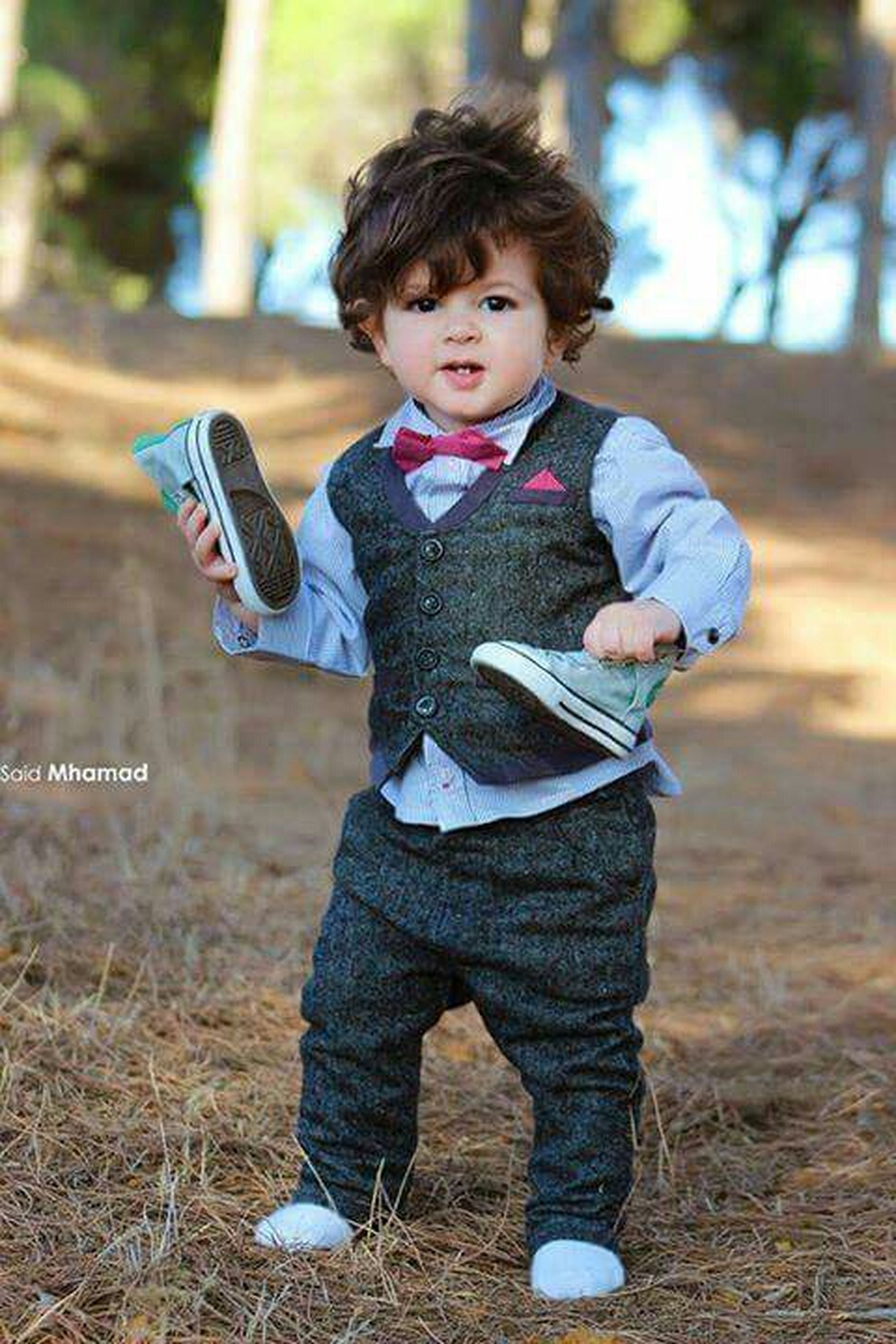 person, casual clothing, childhood, lifestyles, elementary age, full length, leisure activity, focus on foreground, front view, looking at camera, portrait, happiness, smiling, cute, innocence, standing, three quarter length, boys