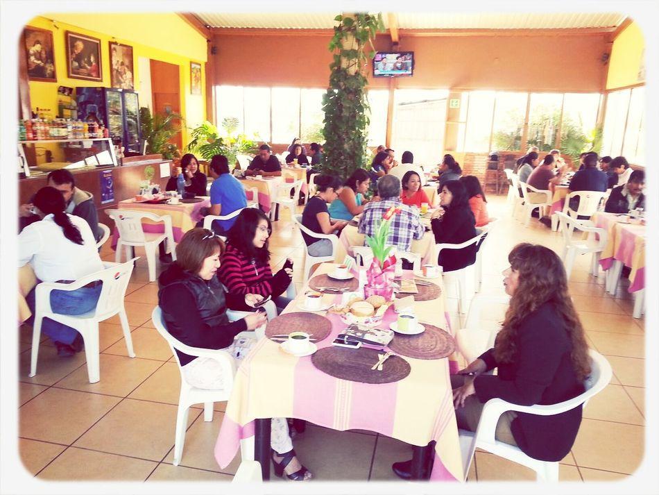 ...un rico desayuno con los amigos en este 14 de Febrero