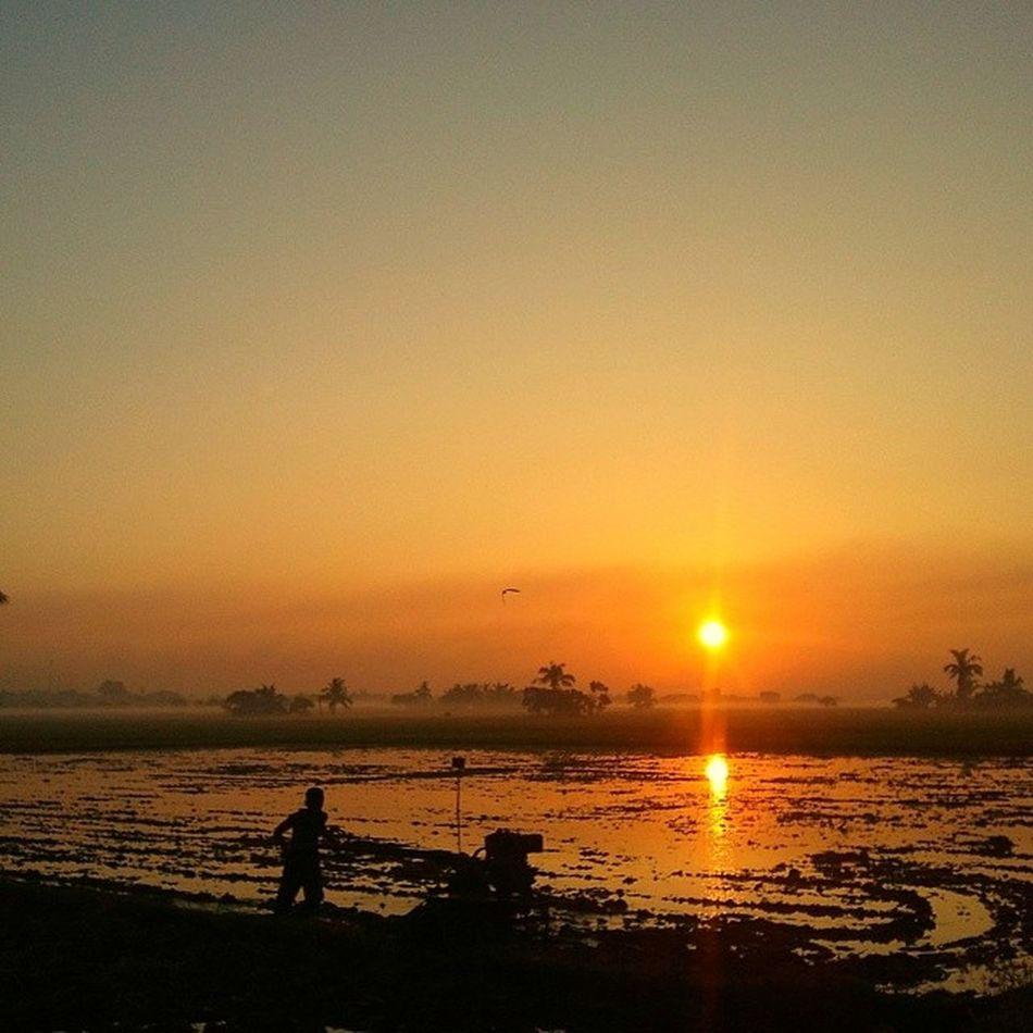 Bukang liwayway. Sunrise Bulakenyo Farmer Bulacan Philippines @photosharing