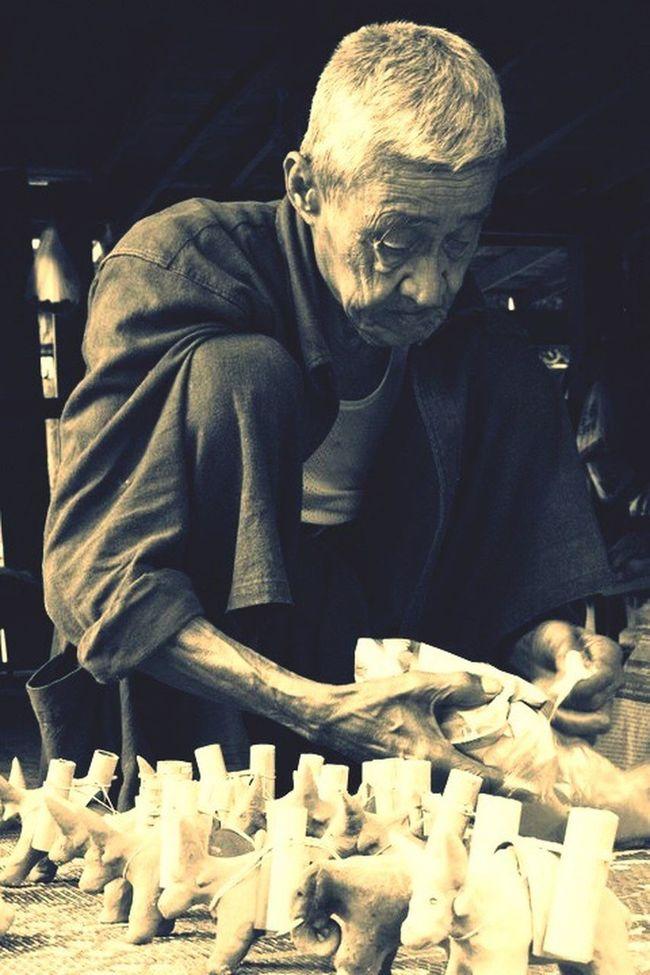 Old Man Man Elderly Senior Craft Handicraft Dolls Clay Work Artisan Local Artist Wisdom Toys Buffalo Rural Thailand Chiangmai Mae Jam Aging The Portraitist - 2016 EyeEm Awards Artist Portrait People
