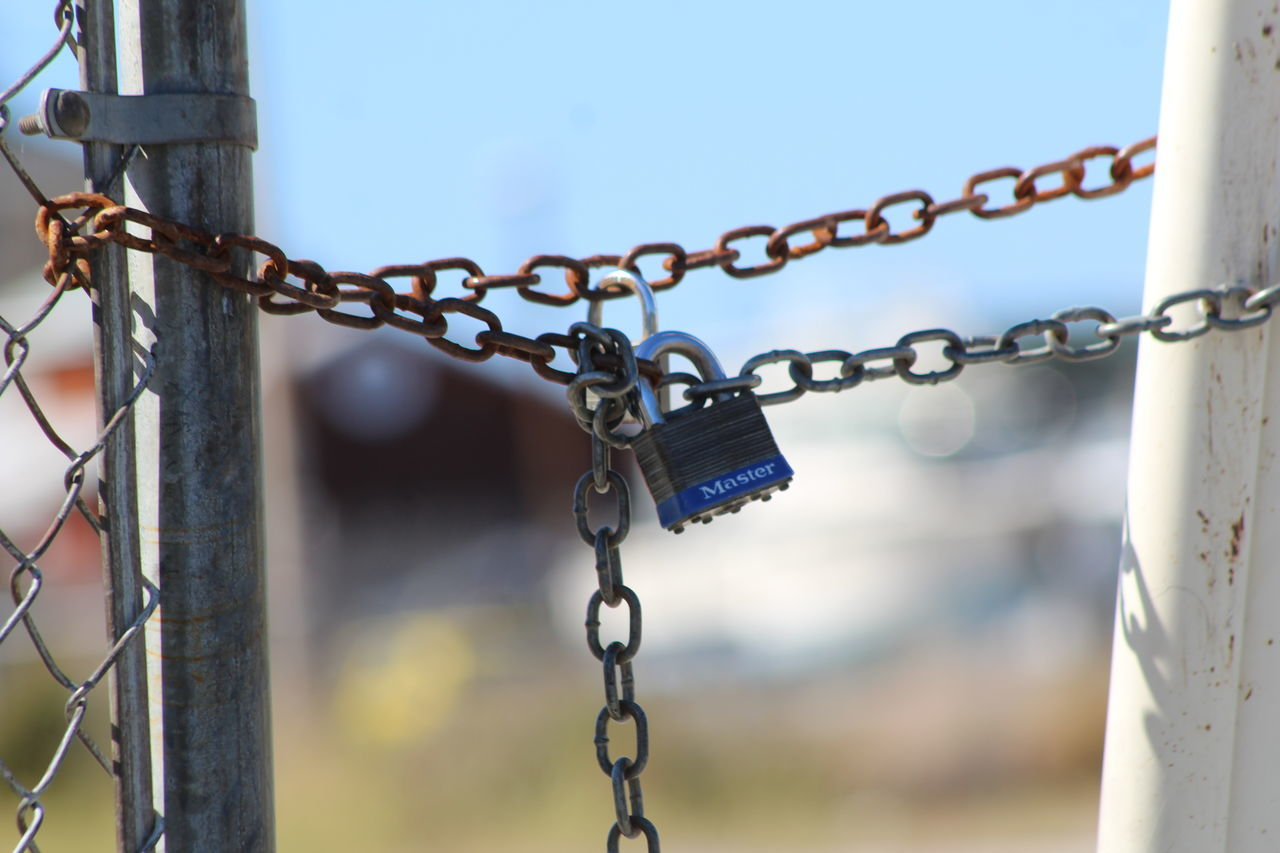metal, chain, security, outdoors, padlock, close-up, protection, day, focus on foreground, no people, hanging, rusty, sky