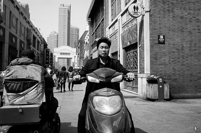 Ricoh Gr 28mm 28mm Lens Tianjin China China Photos Person Personal Style City Street Photography Streetphotography Black And White B&W Collections Street B&W Collection EyeEm Best Shots Bnw Street Style Streetphoto_bw Black & White Citycenter Black And White Photography B&wstreetphotography Blackandwhite B&w Street Photography B&w