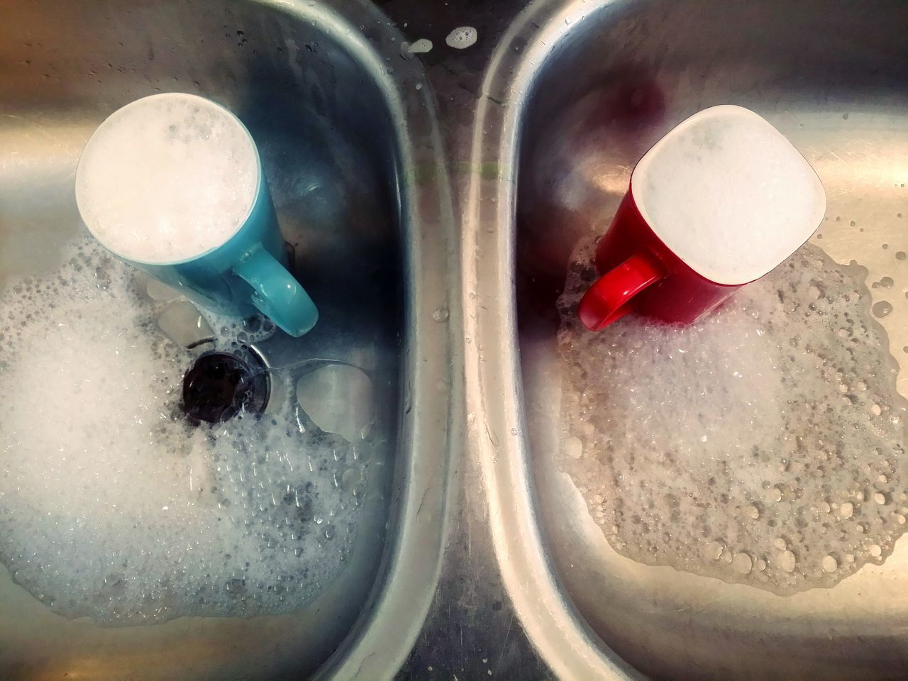 Close-up Good Morning! Indoors  Water Round Square Hot Cold Hot Cold Red Blue His Hers Sinks Opposites Attract New Zealand Home My House Domestic Domestic Life Kitchen Coffee Coffee Mugs Dishes Housework Lieblingsteil