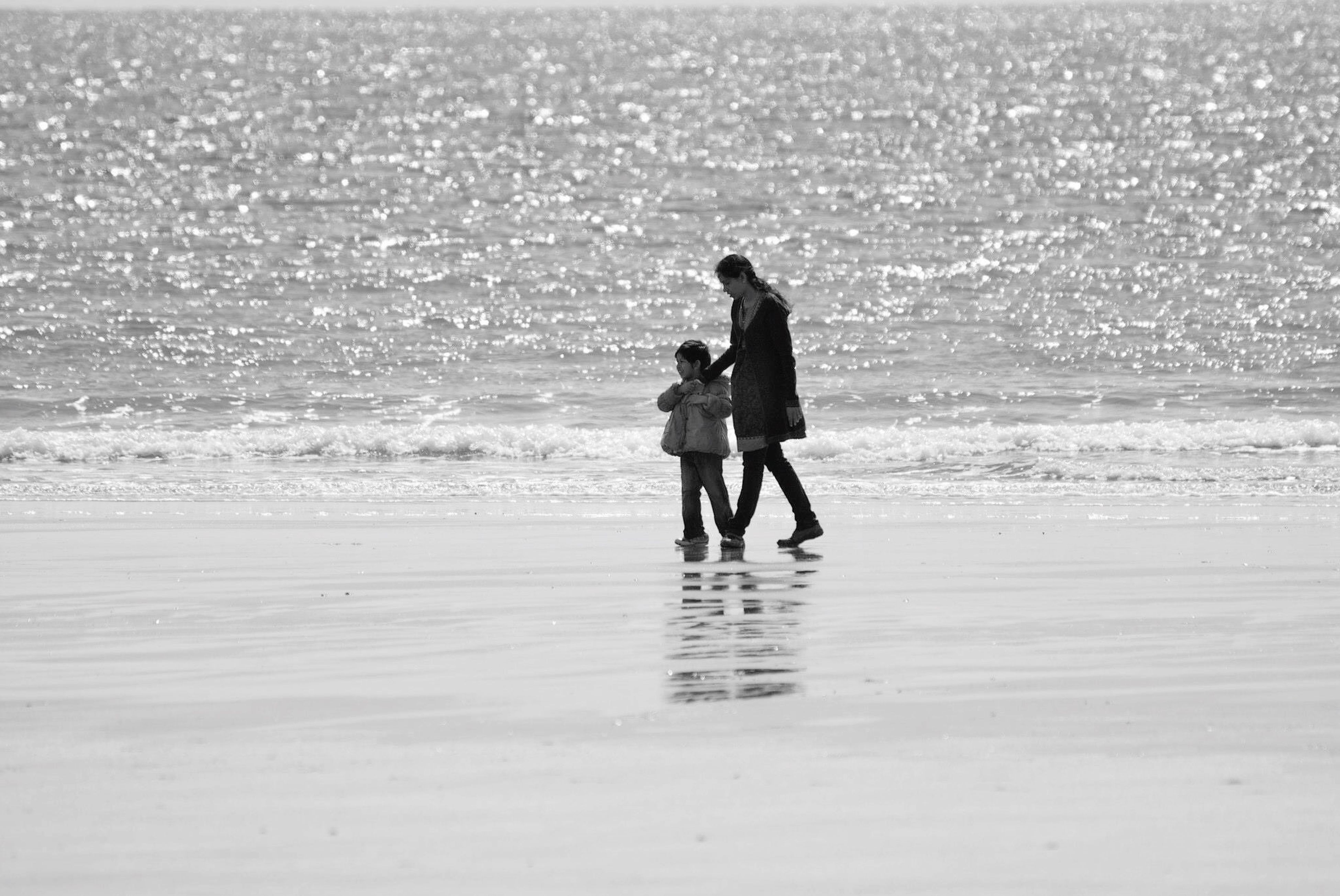 beach, sea, water, leisure activity, full length, lifestyles, shore, sand, horizon over water, togetherness, vacations, rear view, bonding, boys, men, walking, childhood, wave