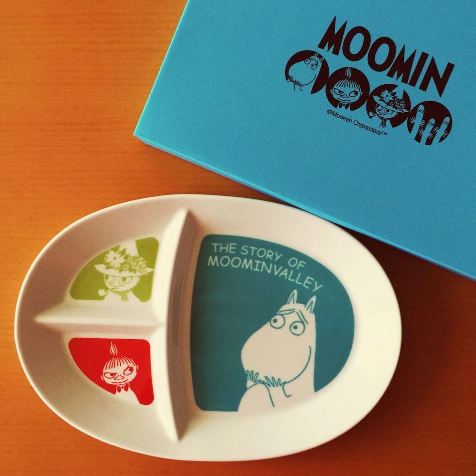 近所のデパートで、お買い物をして貯めたシールを集めて、半額以下の値段で買ったムーミンのプレート。ムーミンの顔がツボ♡ ムーミン Moomin 皿 プレート