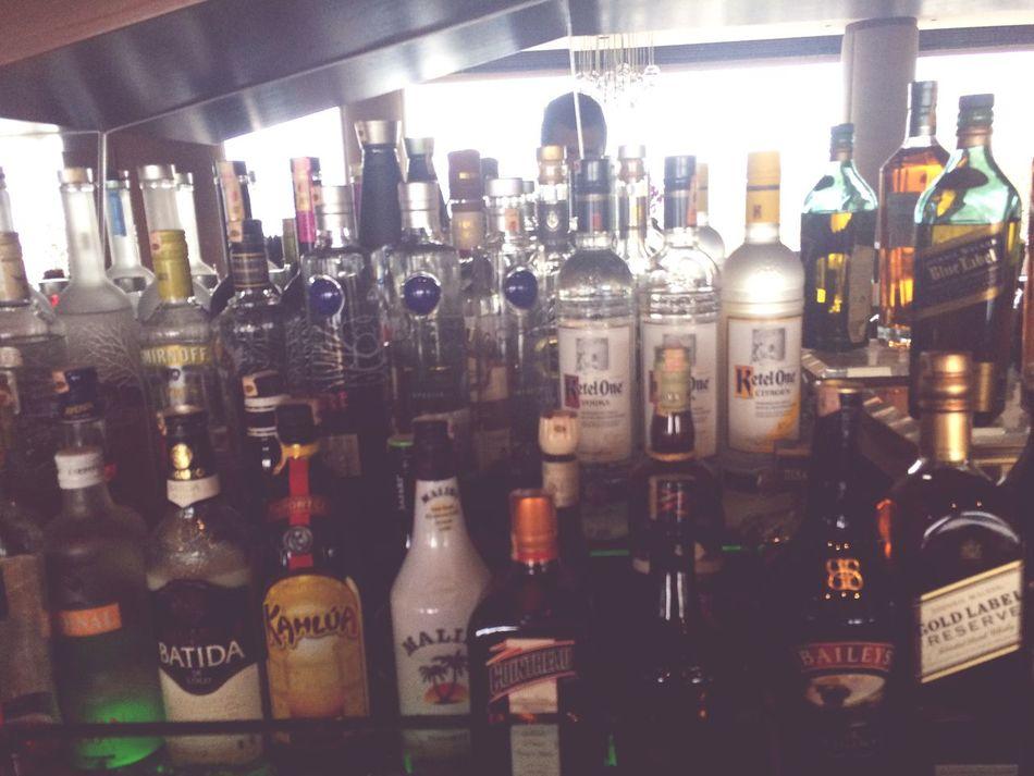 Bu gece tek basıma barda calişma keyfi😊😊😊