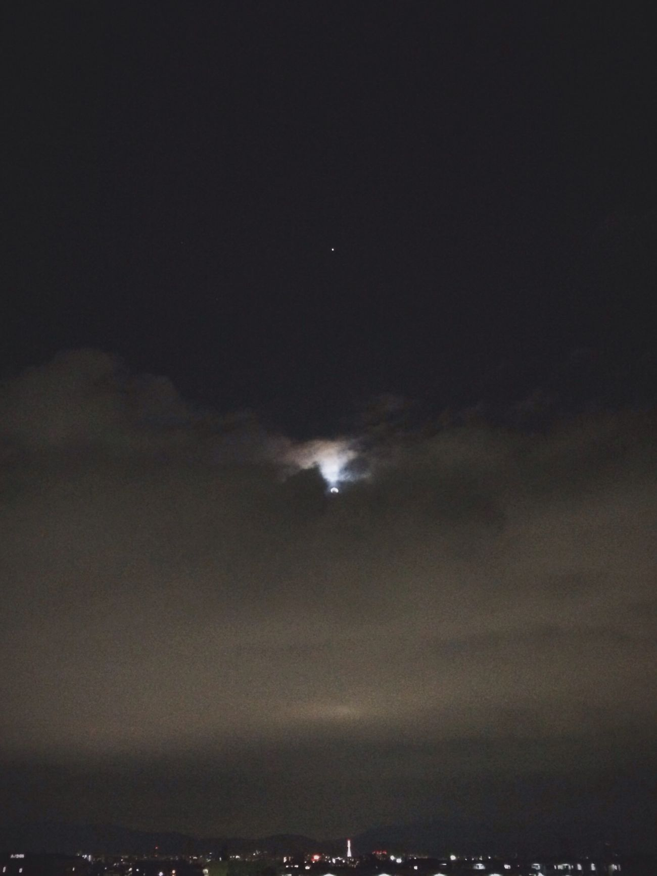 Night Sky 星と月と雲と京都タワー。