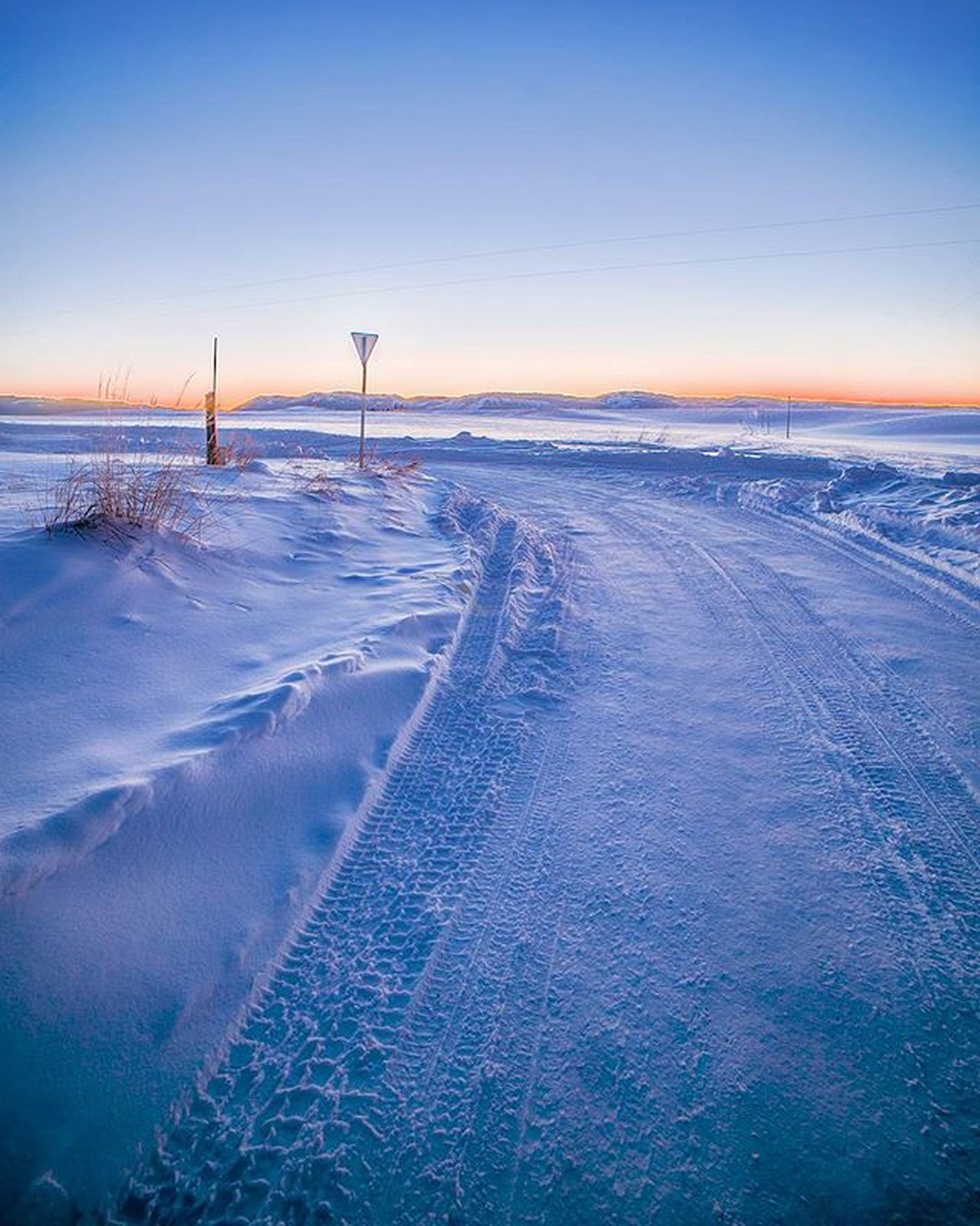snow, cold temperature, winter, sunset, tranquil scene, tranquility, scenics, season, beauty in nature, nature, sky, clear sky, weather, copy space, covering, frozen, landscape, blue, dusk, idyllic