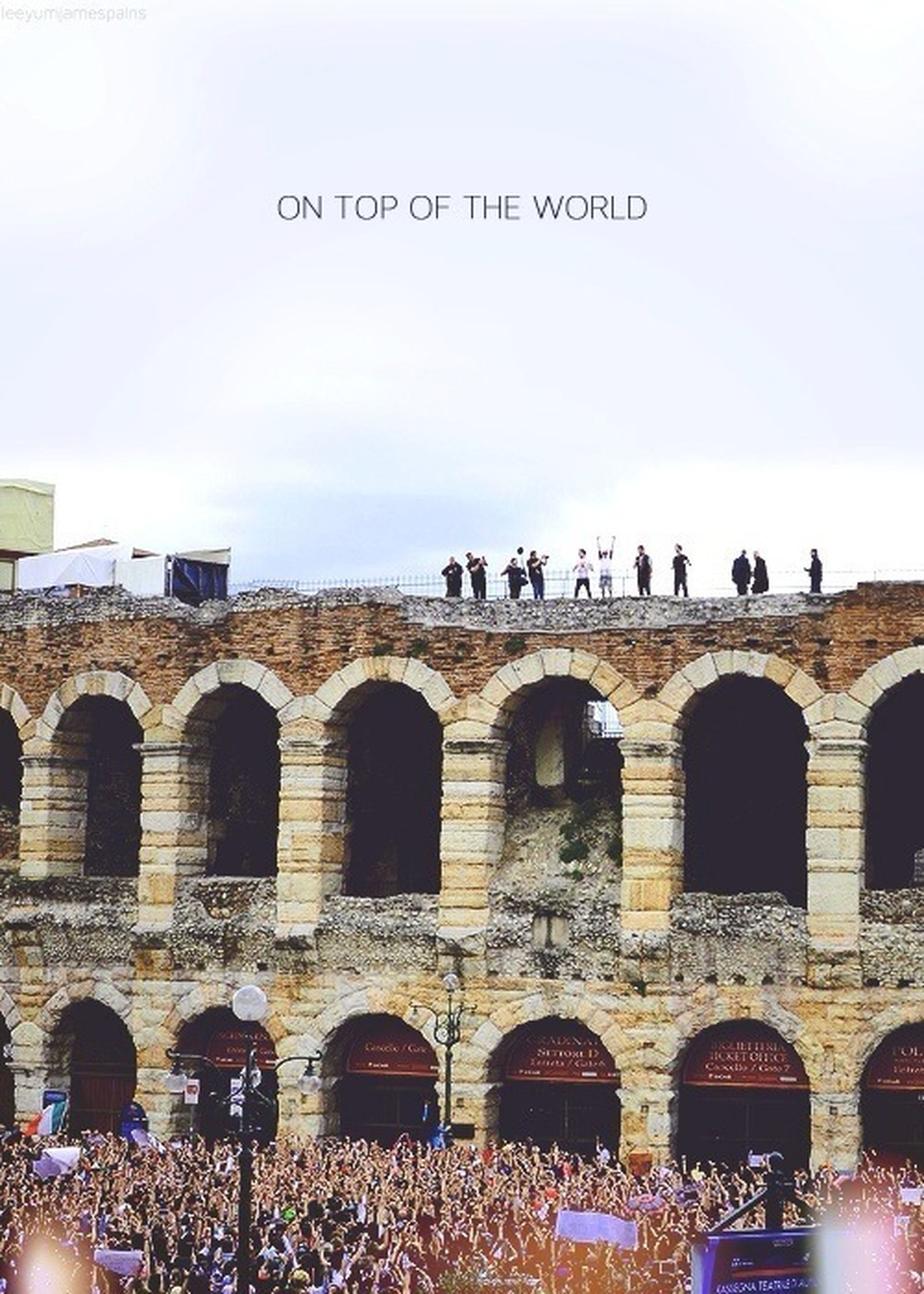 architecture, large group of people, built structure, clear sky, text, building exterior, arch, copy space, men, person, lifestyles, side by side, western script, day, outdoors, leisure activity, history, in a row, tourism