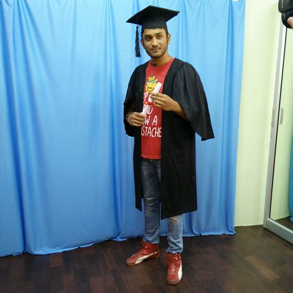 Hum honge kaamiyaab hum honge kaamiyaab ek din 😢😢😢 high on my convocation too kya zindagi hai apni bc 😂😂😂Covocationday Photoshoot Collegelifeendssoon CollegeMemories Coolestcollegeonearth Mycollege