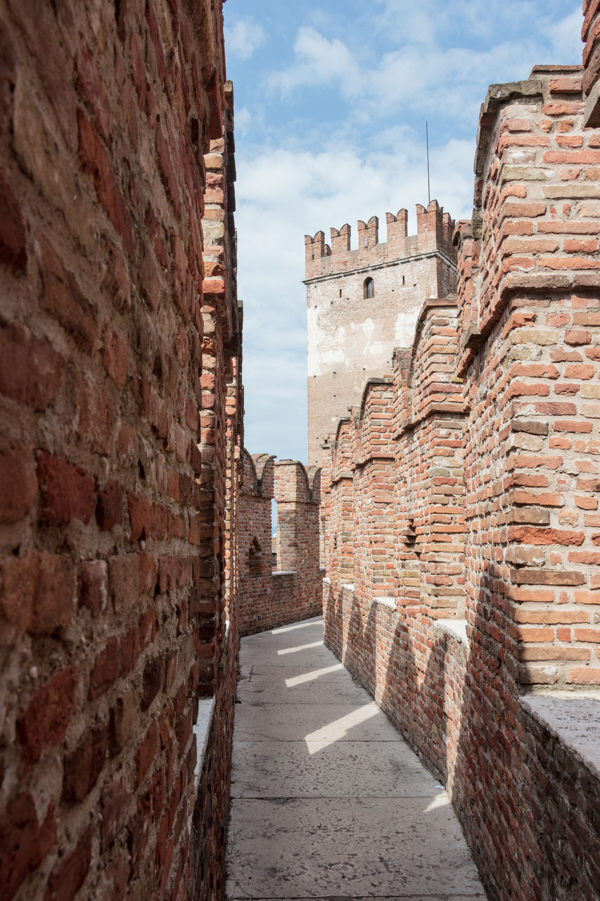 architecture, history, brick wall, built structure, building exterior, ancient, day, outdoors, sky, city, no people