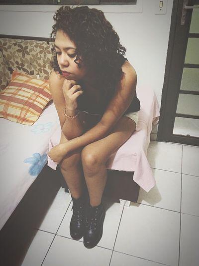 Pensando naquele pedaço de pizza que eu não comi por estar cheia demais 😕 Tumblr Tumblrgirl Photo Like Girl Love Good Morning Braziliangirl Instagood Photography Brazil Goodnight Tumblr Girl Hello World Crazy Moments Zoas Brisando Fun Gothic