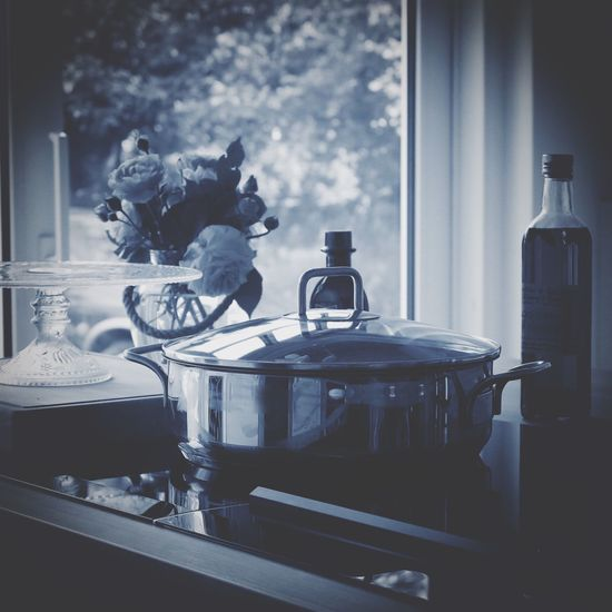 In My Kitchen Cooking Cooking At Home Flowers Getting Inspired Details Details Of My Life Still Life Still Life Photography Pot Hungry Bottle Pie Plate Pie EyeEm Gallery Blue Right In Front No People Edited Kitchen Lieblingsteil Food Stories