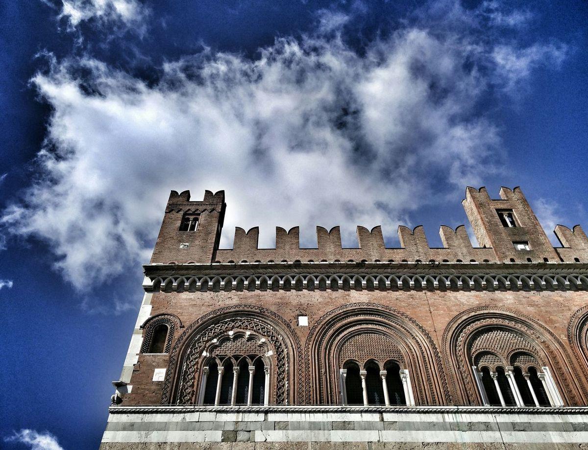 ''l'infinito nella testa, viaggia in una luce sola..'' - Cristina Donà Piacenza, Italy Piacenza Gotico Piazza Cavalli Palazzo Gotico