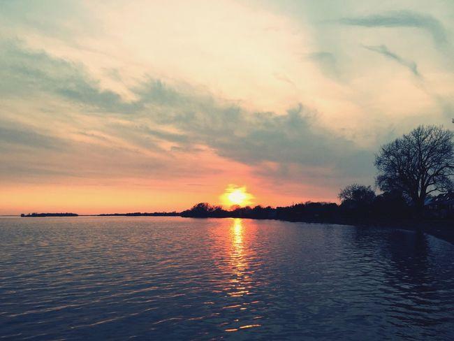Beau coucher de soleil sur le lac St-Louis ce soir Lachine