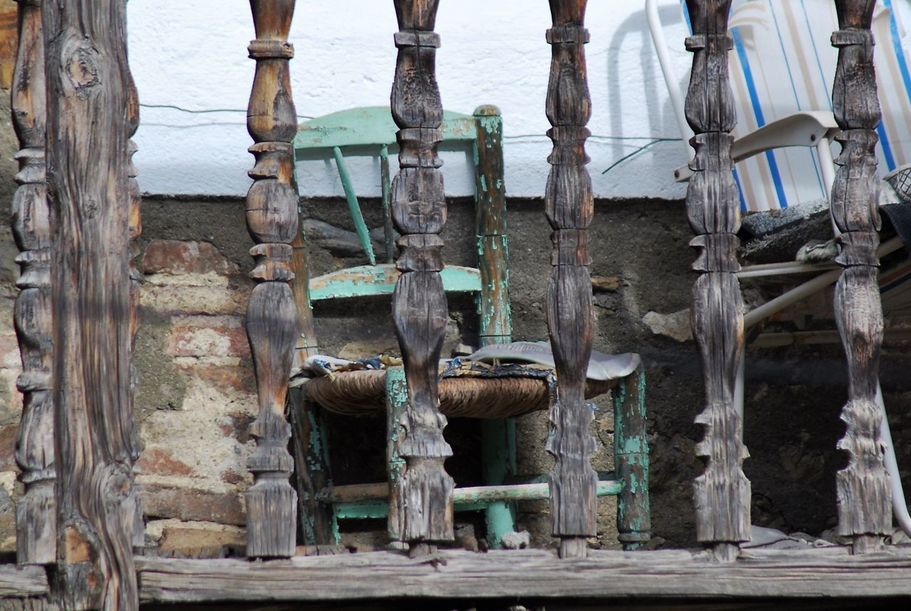 Statue No People Sculpture Outdoors Day Old Chair Rústico  Balcony Old Wood