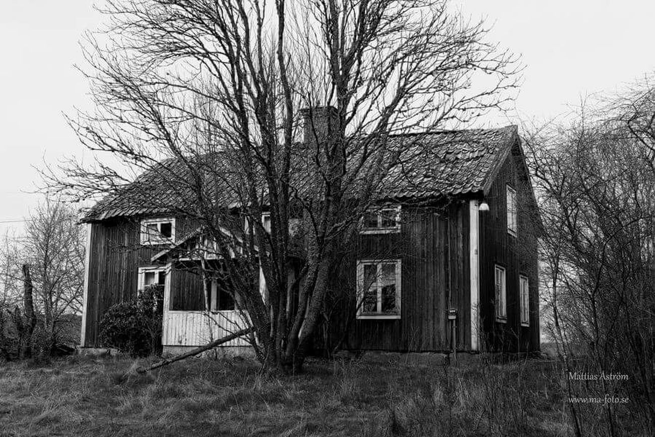 My new object. A very special abandoned house. www.ma-foto.se Old House Black & White Abandoned Buildings Abandoned Places Abandoned Blackandwhite Photography Nikon D800 Ghost House Spooky Atmosphere