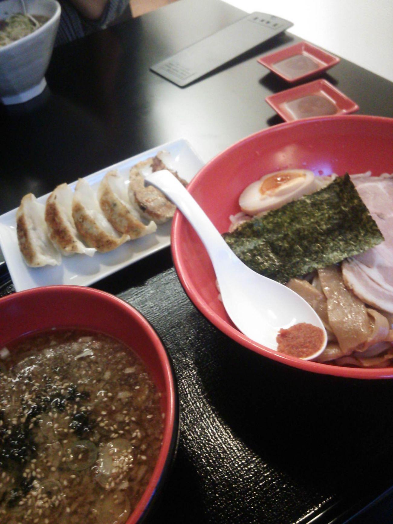 東北中央病院の先生との約束の時間が遅れるため、まずは腹ごしらえ。醤油つけ麺&餃子