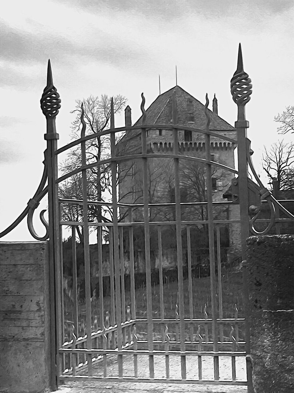 Castel Castello Perso Château Perdu Stonegraphix Montreux Lostplaces Lost Houses Black And White House No People EyeEmNewHere