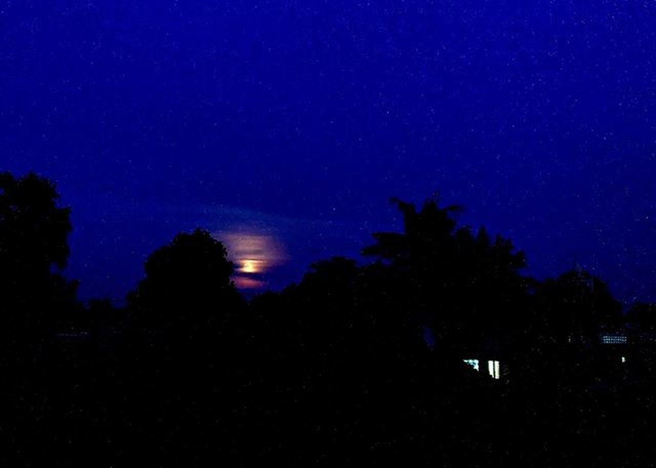 Blue hour rising moon. Lumia930 Mobilephotography WindowsPhonePhotography WeLoveLumia ShotOnMyLumia  Lumiaography Theappwhisperer Makemoments MoreLumiaLove GoodRadShot TheLumians Fhotoroom Lumia PicHitMe EyeEm Eyewm_o MenchFeature Photography Nban NbanFamily Pixelpanda Natgeo Natgeotravel Natgeoyourshot Cambodia PhnomPenh @fhotoroom_ @thelumians @lumiavoices @pichitme @windowsphonephotography @microsoftwindowsphone @microsoftlumiaphotography @mobile_photography @moment_lens @goodradshot @mobilephotoblog @street_hunters @lumia @pixel_panda_ @eyeem_o @photocrowd @photoadvices @nothingbutanokia @nothinbutanokia