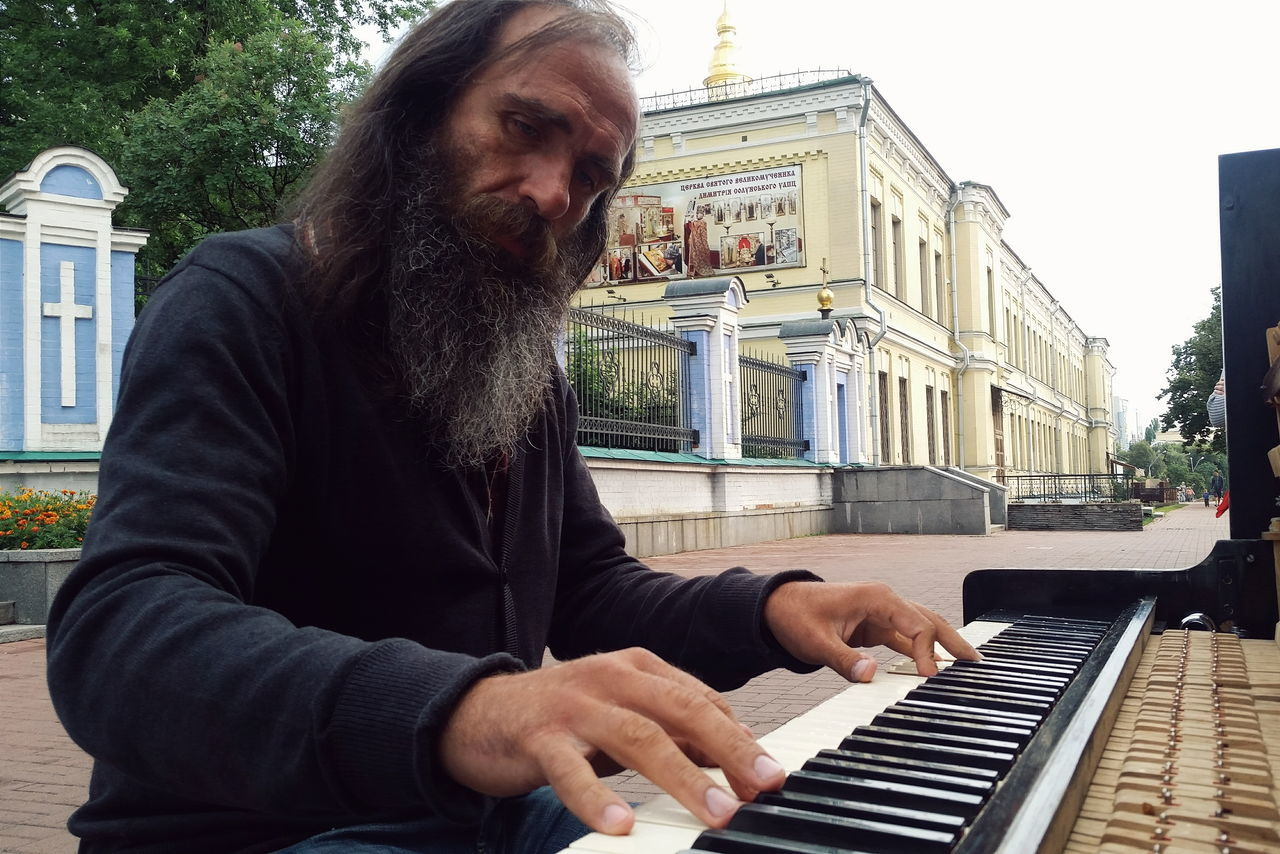Street musician performing at the street of Kiev. Streetphotography Street Photography Street Musician Piano Kiev Ukraine Kiev_ig Kievgram Snap a Stranger TakeoverMusic Lieblingsteil Piano Moments The Street Photographer - 2017 EyeEm Awards