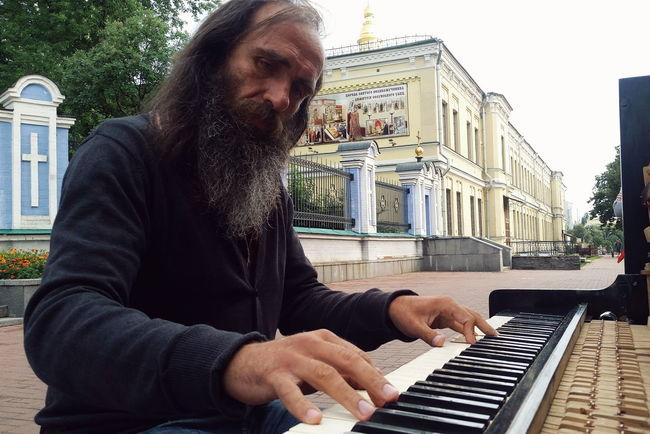 Street musician performing at the street of Kiev. Streetphotography Street Photography Street Musician Piano Kiev Ukraine Kiev_ig Kievgram